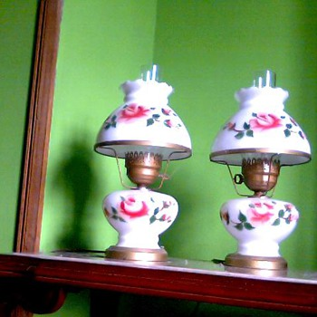 HAND PAINTED OLD LAMPS 50 YEARS OLD T