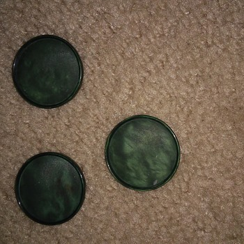 Black/green buttons