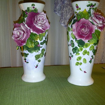 Hand painted in Italy pair of vases - Art Pottery