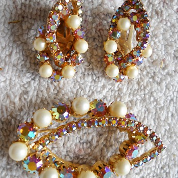 ABSTRACT RHINESTONE & FAUX PEARL BROOCH & EARRING SET - Costume Jewelry