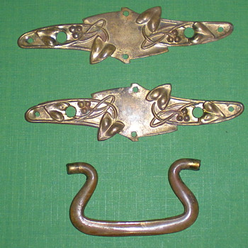 Art Nouveau bronze fittings for furniture. - Art Nouveau