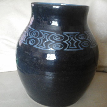 signed pot - Art Pottery