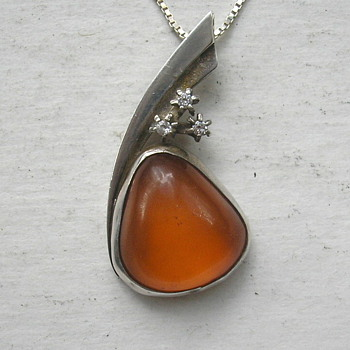 ID Help Needed On Amber Pendant.