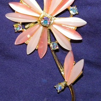 Lovely Vintage Lucite and Rhinstone Flower Brooch