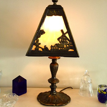 SLAG GLASS LAMP W/DUTCH FARM & WINDMILL SCENE