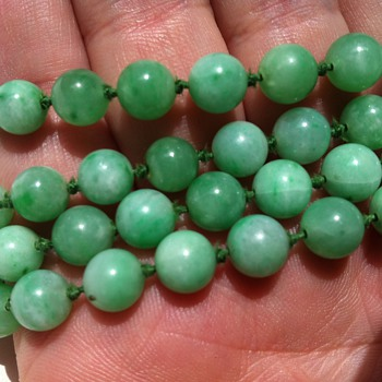 Two OLD jadeite necklaces - Fine Jewelry
