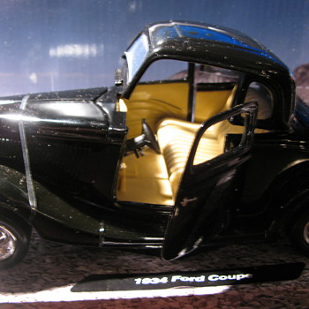 1934 Die Cast Ford Coupe - Model Cars