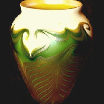 Quezal Pulled and Hooked Feathers Vase - Art Glass