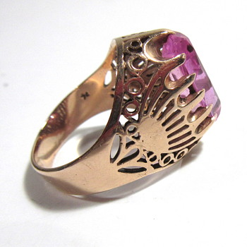 14k Gold Ring c1970 with a Lab Ruby - UV Test Illustrated - Fine Jewelry