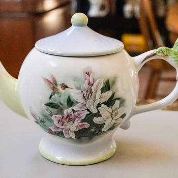 Hummingbird and Lilies Tea Pot - Kitchen
