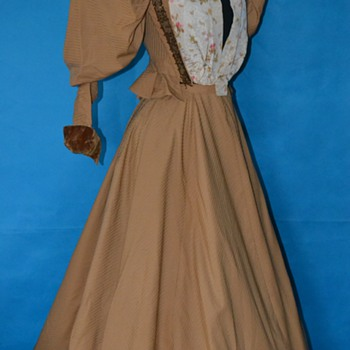 Exquisite Belle Epoque 1890's dress!