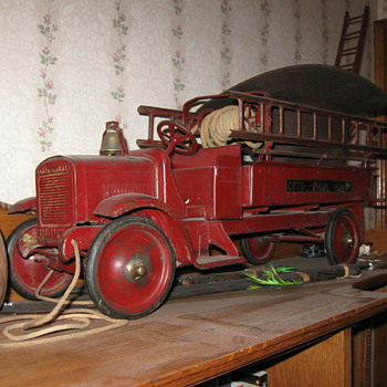 1920&#039;s toy  fire engine