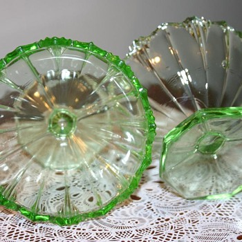 Green Glass footed small bowls / Sherbets / Depression glass?