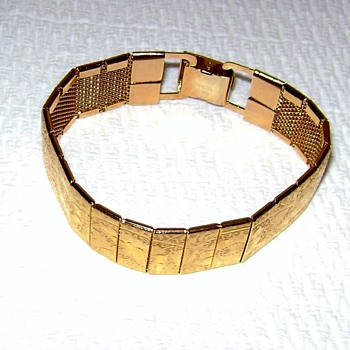 Sarah Coventry Bracelet - Mural - Costume Jewelry