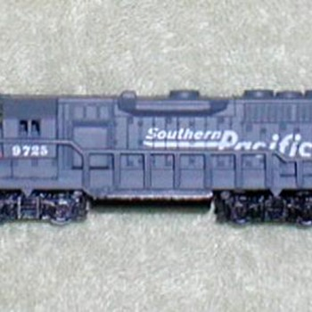 "2001 - Southern Pacific Train Engine ""N"" Scale"