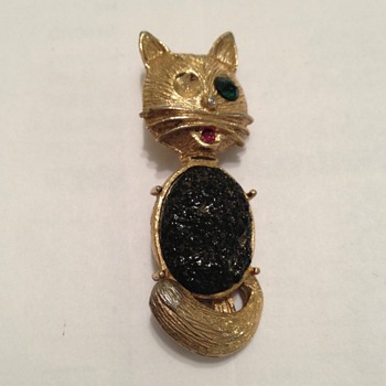 Cat pin - Costume Jewelry