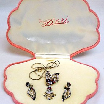 D'eri Demi In Velvet Box, Ralph Scuderei, 1950's - Costume Jewelry