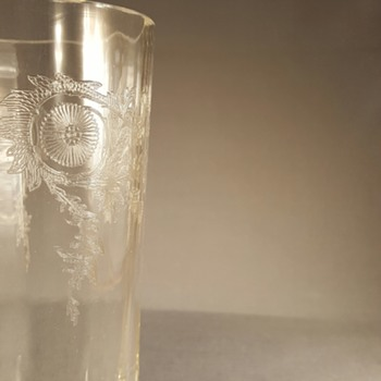 I need help in identifying this glass..  Is this made by HEISEY?  - Glassware