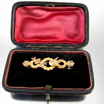 Victorian signed RJ Wakefield brooch in original fitted case