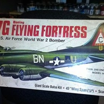 Gullows 1/28 Scale B-17G Kit in Balsa