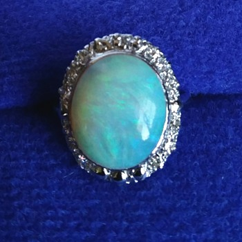 5 CT CRYSTAL OPAL & DIAMOND RING