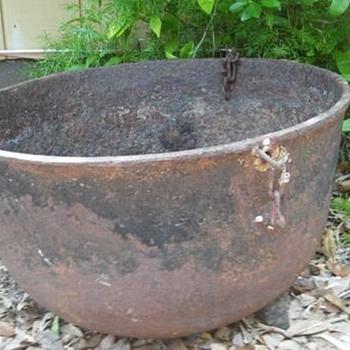 cast iron cowboy bean pot/cauldron