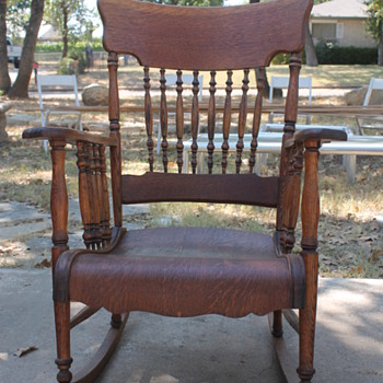 Hoping to find out origin and era of this rocking chair.  American or German?  Early 1900's?