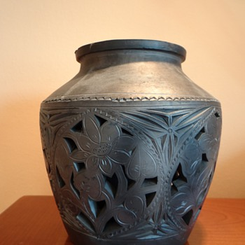 ASIAN POTTERY NEEDS ID ? - Art Pottery