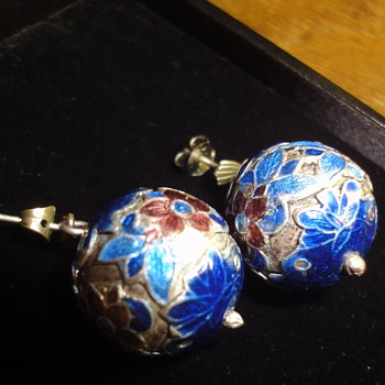 Two pair Vintage earring rings