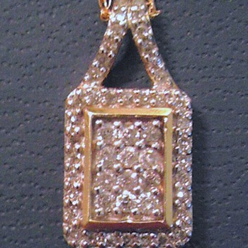 10k yellow gold pendant