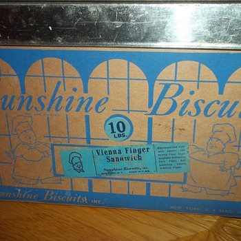 VINTAGE COOKIE/BISCUIT BOX - Kitchen