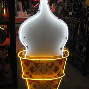 PORCELAIN 1950&#039;S ICE-CREAM CONE / NEON SIGN - Signs