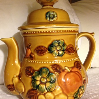 Chinese yellow glaze porcelain 