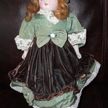 Help identify my Grandmothers doll