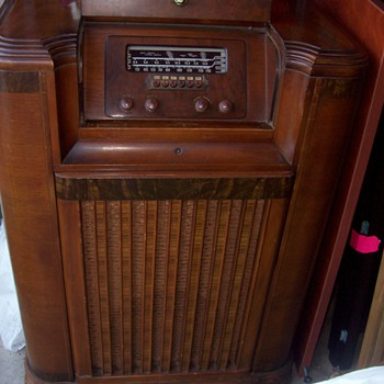 1941 Philco console radio & turntable - Radios