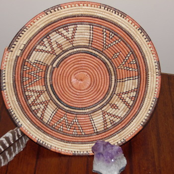 Unidentifiable Native American (?) coil basket tray