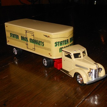 Ertl Stater Bros Markets 1948 Diamond T Truck 1/43rd Scale - Model Cars