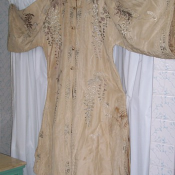 ANTIQUE ASIAN SILK ROBE