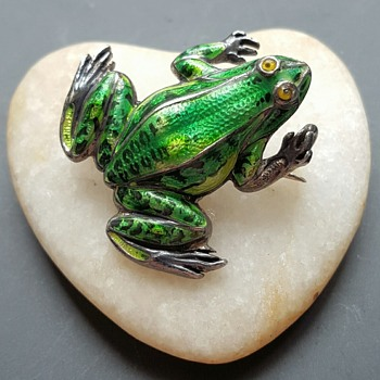 Antique Meyle and Mayer silver enamel frog brooch.