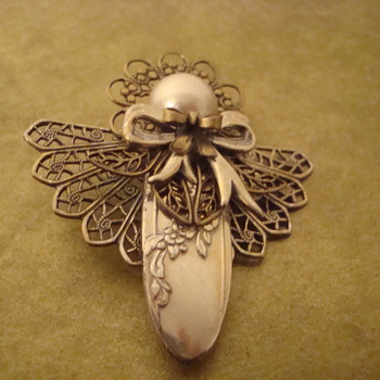 Nice filigree angel - Costume Jewelry