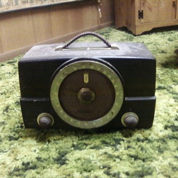OLD ZENITH RADIO, COULD ANY ONE GIVE ME INFO ABOUT IT
