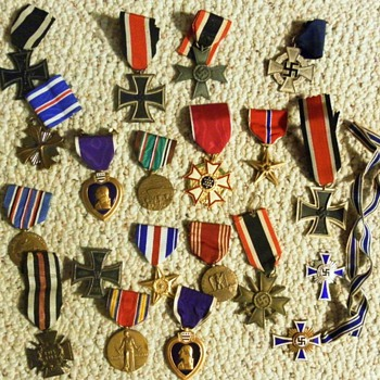 MILITARY MEDALS COLLECTION - Military and Wartime