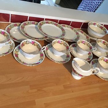 Late Foley Shelley tea service,excellent condition. - China and Dinnerware
