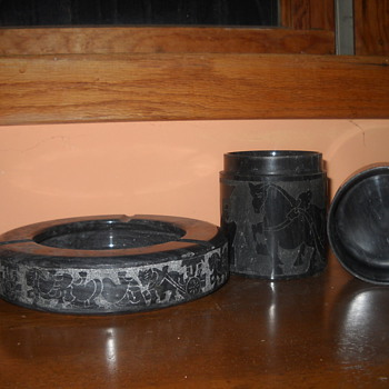 Black marble or granite ash tray and cigarette holder