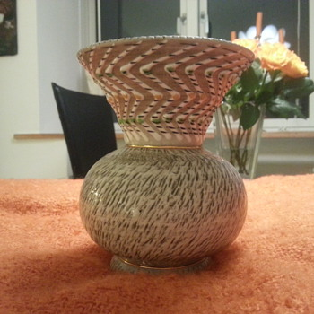 Yet another mystery vase