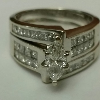 18KT DIAMOND WEDDING SET