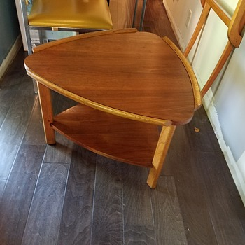 Mid century Lane guitar pick table?  Any ideas? - Furniture