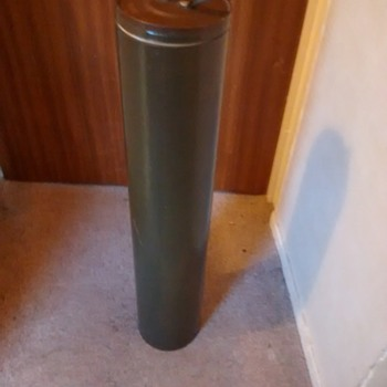 AAM Cont L22881 SV622A, 1986 cardboard tube in military green with padding inside the lid, is it a law rocket launch tube hold
