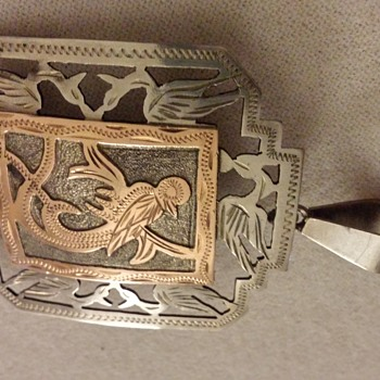 i cant find any info on this either but it looks similar to Hantys belt buckel yes/ no  - Fine Jewelry