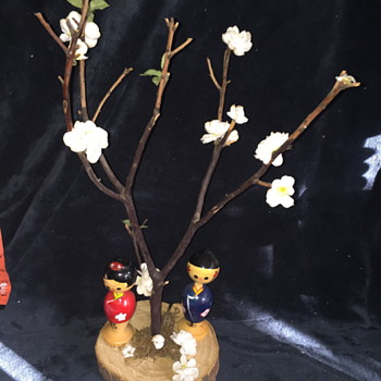 2 kokeshi dolls on WOOD BASE and REAL TREE branch paper leaves - Asian